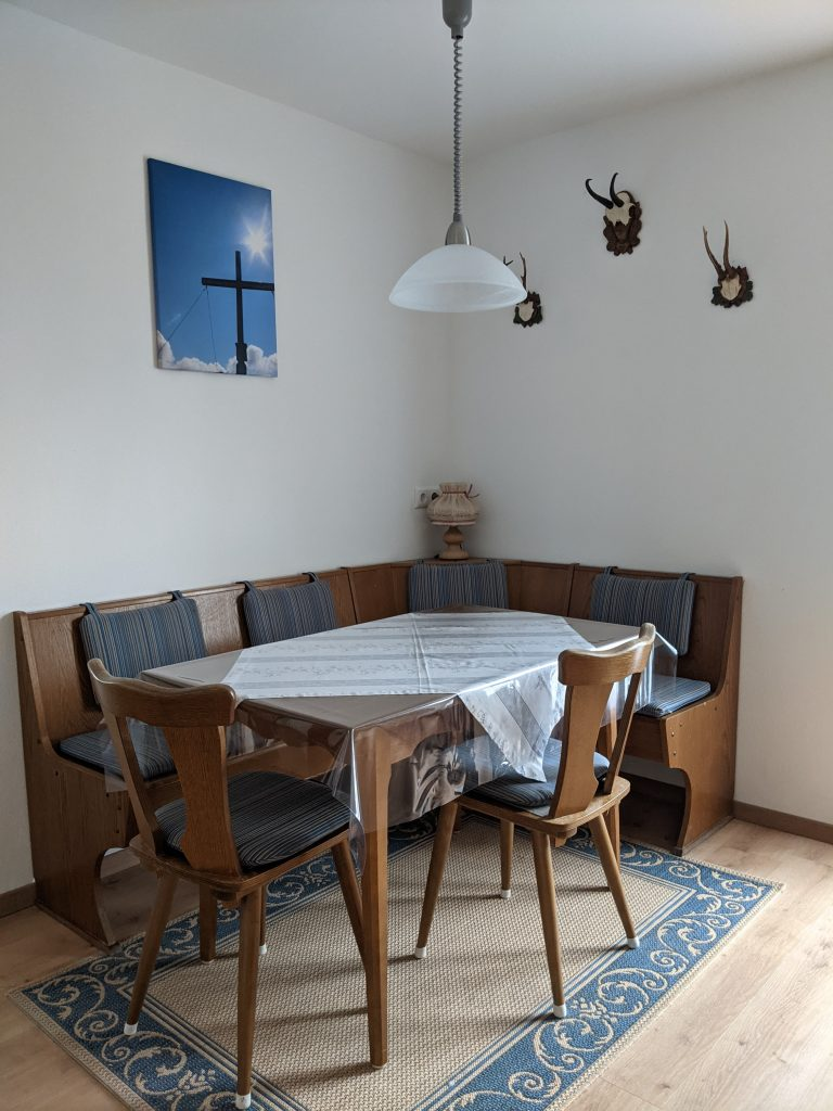 Dining table apartment 1